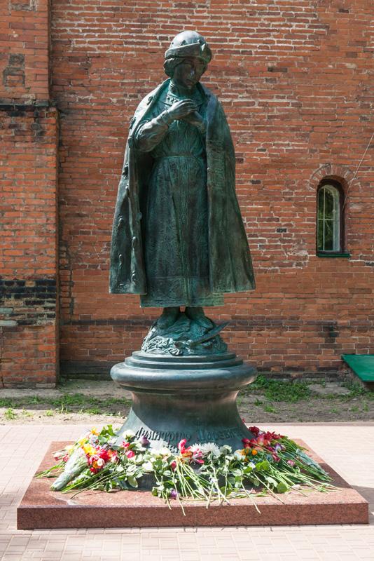 Углич достопримечательности: Памятник невинноубиенному царивичу Дмитрию в Угличе.